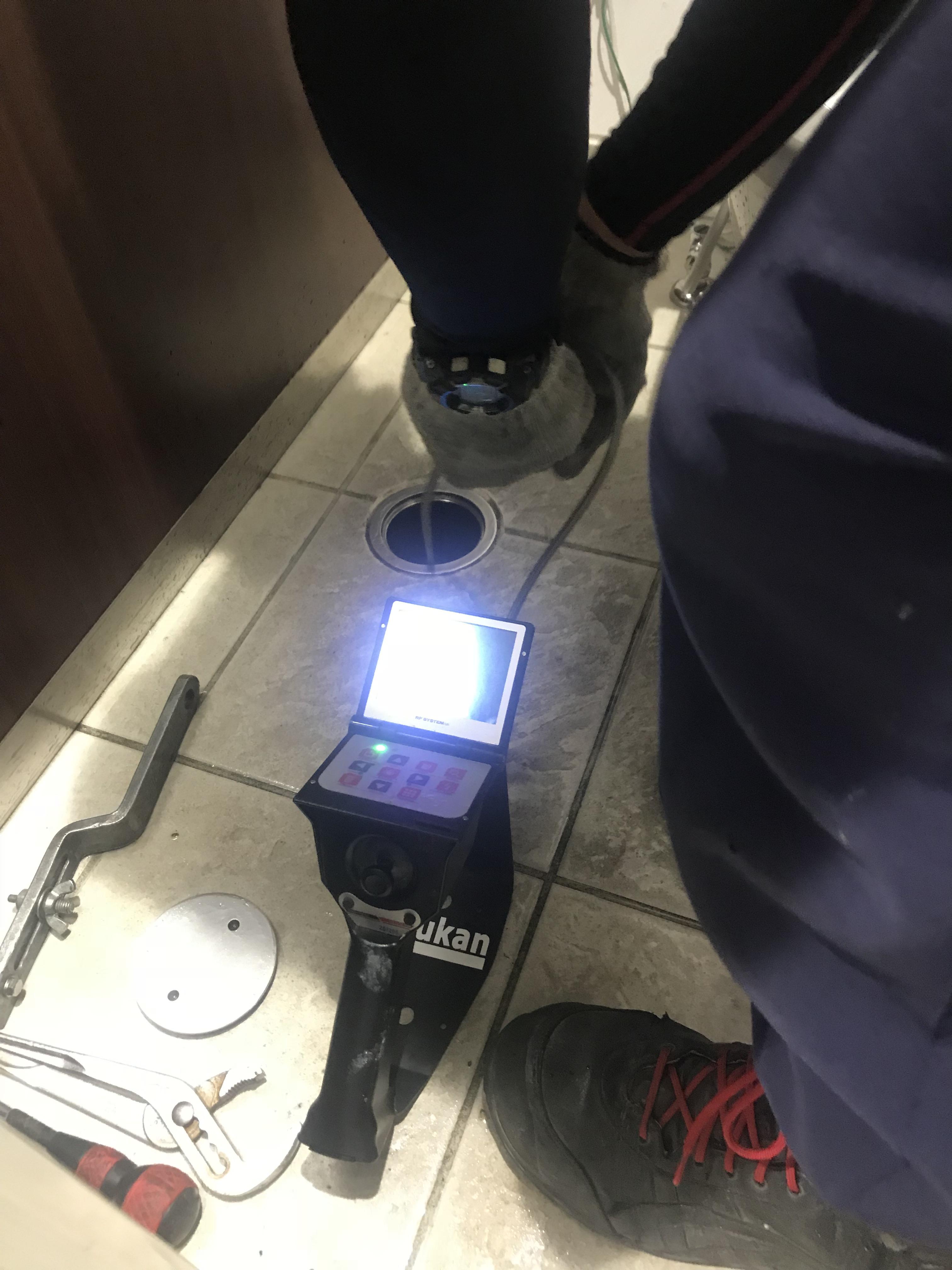 合庁トイレ清掃中②.JPG