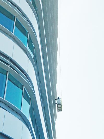新庁舎清掃_ゴンドラヒキ1 のコピー.jpg
